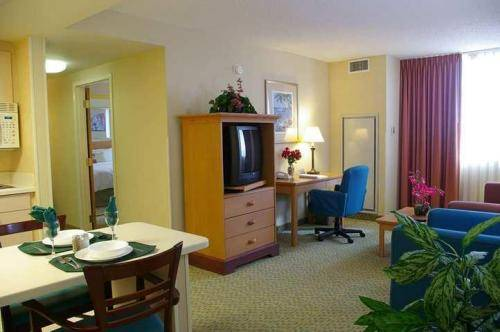 Photo of guestrooms at Hampton Inn & Suites Miami-Airport South/Blue Lagoon