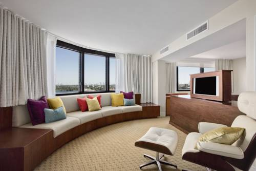 Photo of guestrooms at Hilton Miami Airport