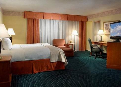 Photo of guestrooms at Holiday Inn Miami International Airport