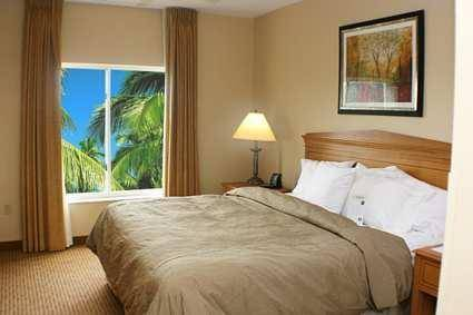 Photo of guestrooms at Homewood Suites By Hilton And Miami-Airport/Blue Lagoon